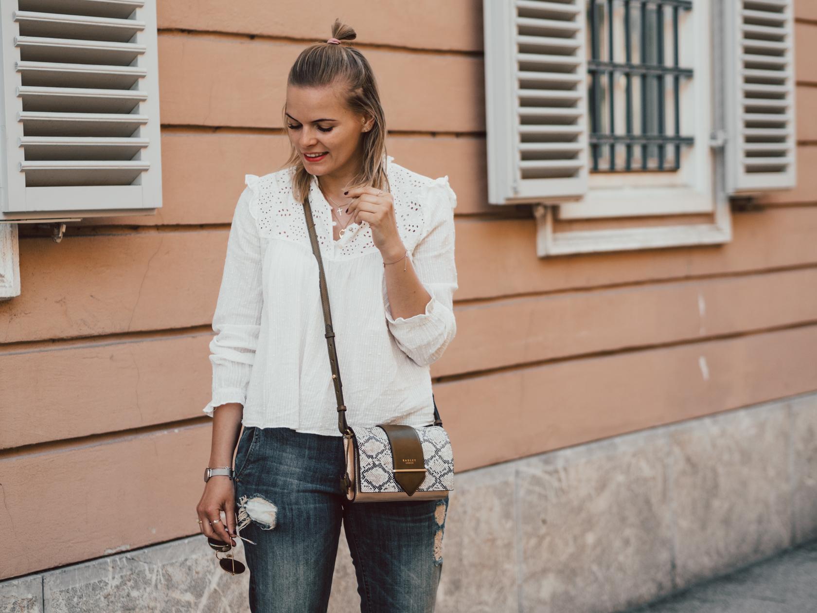 Boyfriend Jeans kombinieren, spitzentop, bluse kombinieren, streetlook, jeanshose kombinieren, fashionblogger, converse,