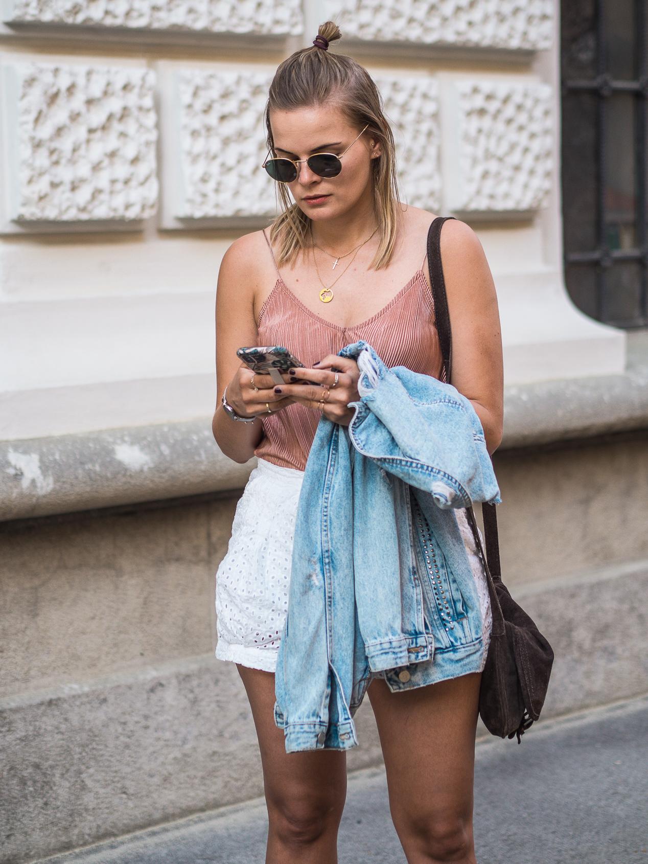 Short, Femme, Short outfit, high waisted shorts, outfit ideen sommer, jeansjacke aufpeppen, jeansjacke ideen, jeansjacke kombinieren, www.lakatyfox.com