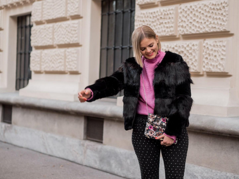 Winterlook, Fashion, Fake Fur Coat, Felljake, Streetstyle, Glitzerhose, Boots, www.lakatyfox.com