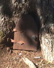 Muster Field Gnome Door