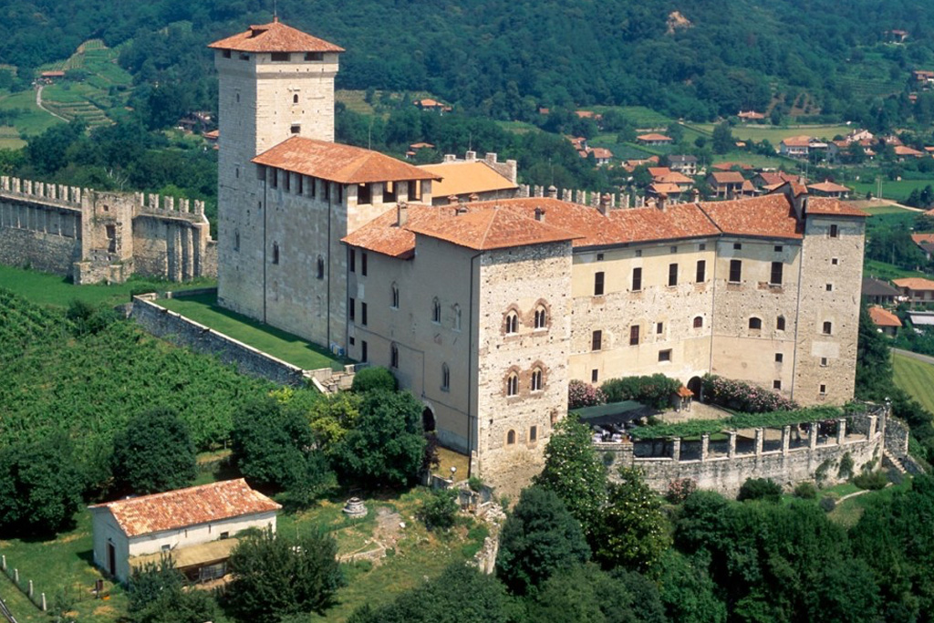 Borromeo Castle on LakeApp