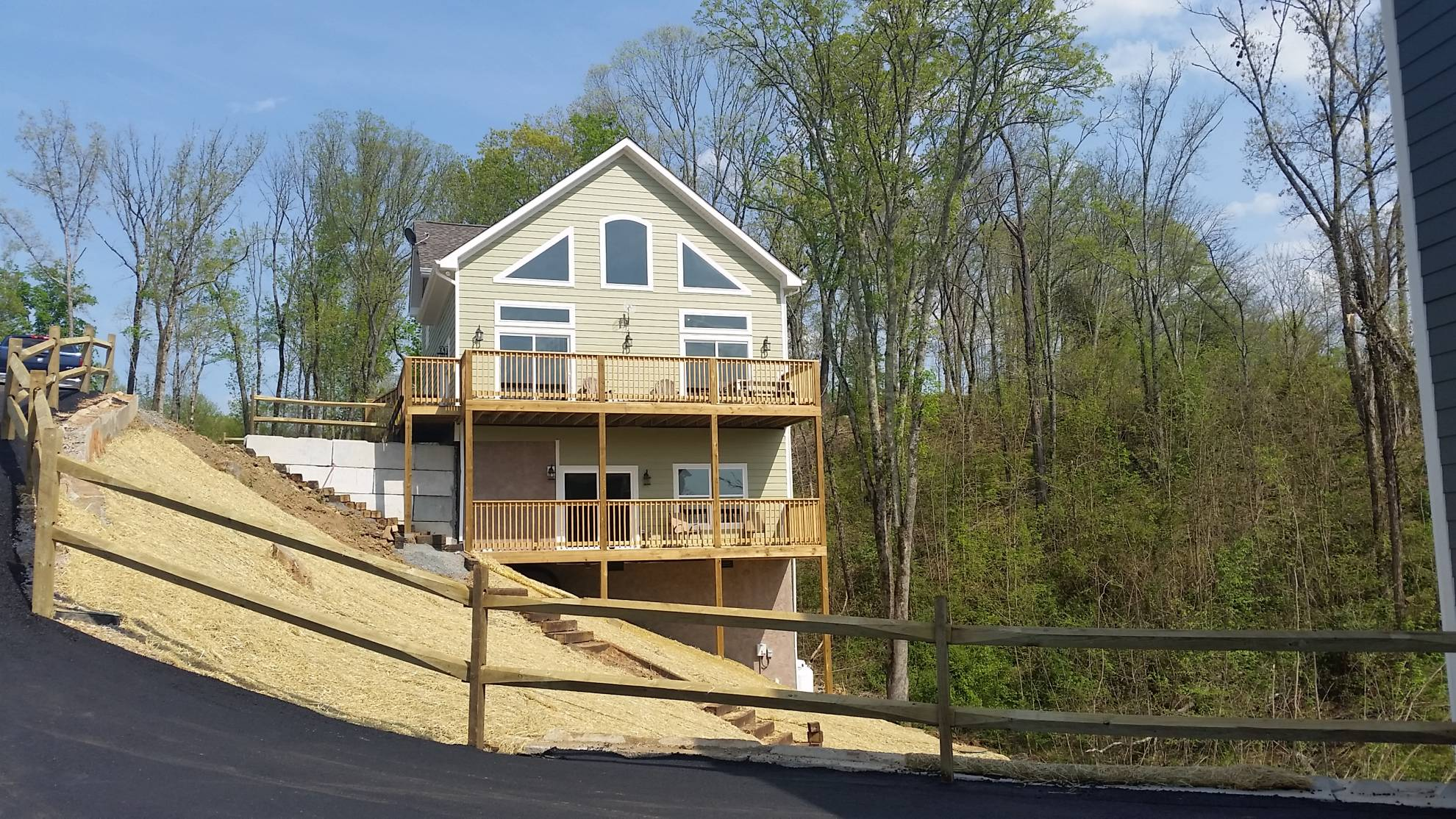 Timber Overlook on Douglas Lake – 5 Bedroom/4 Bathroom