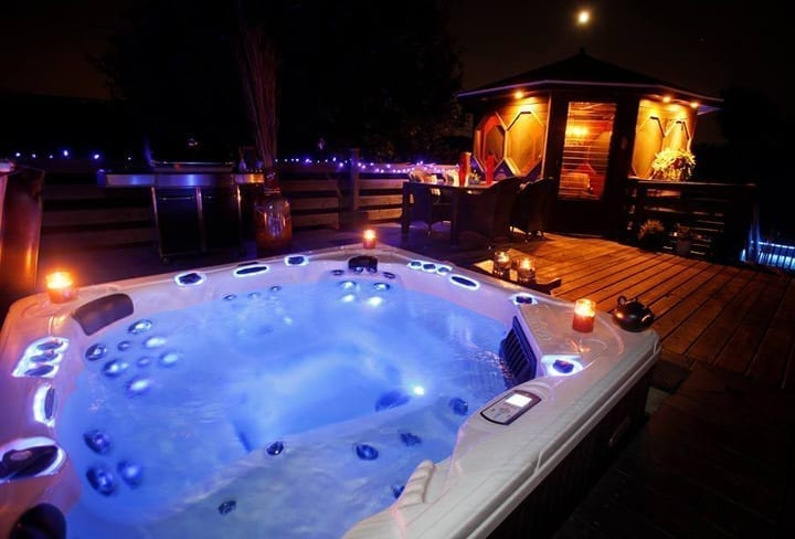 Lakeland Unique Hot Tub Pool & Patio - We Make It Fun To Stay Home!
