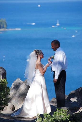 sunny-lake--wedding-champagne-toast