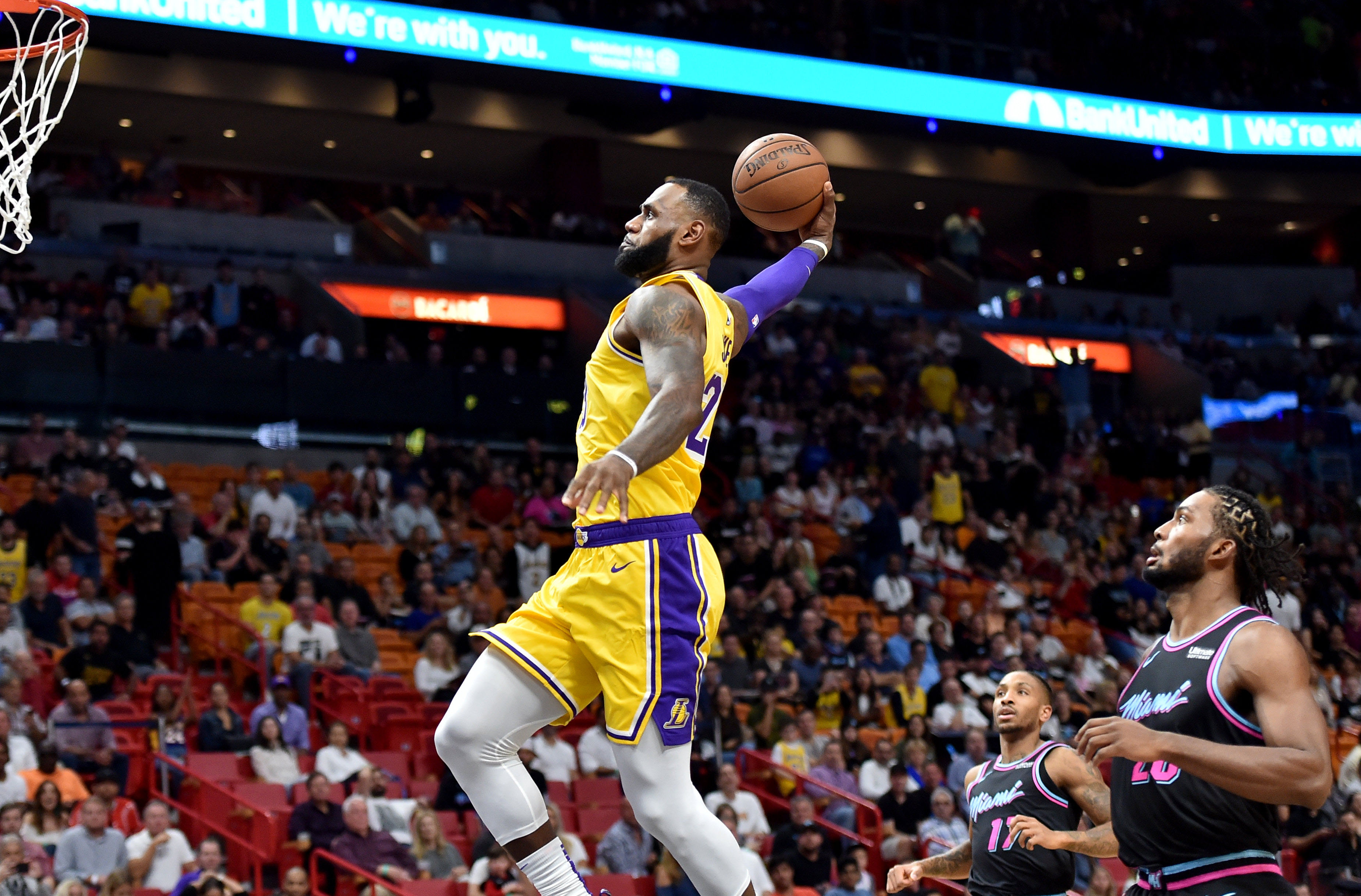 70c18bc679135 Preview  Lakers Host Heat as Wade