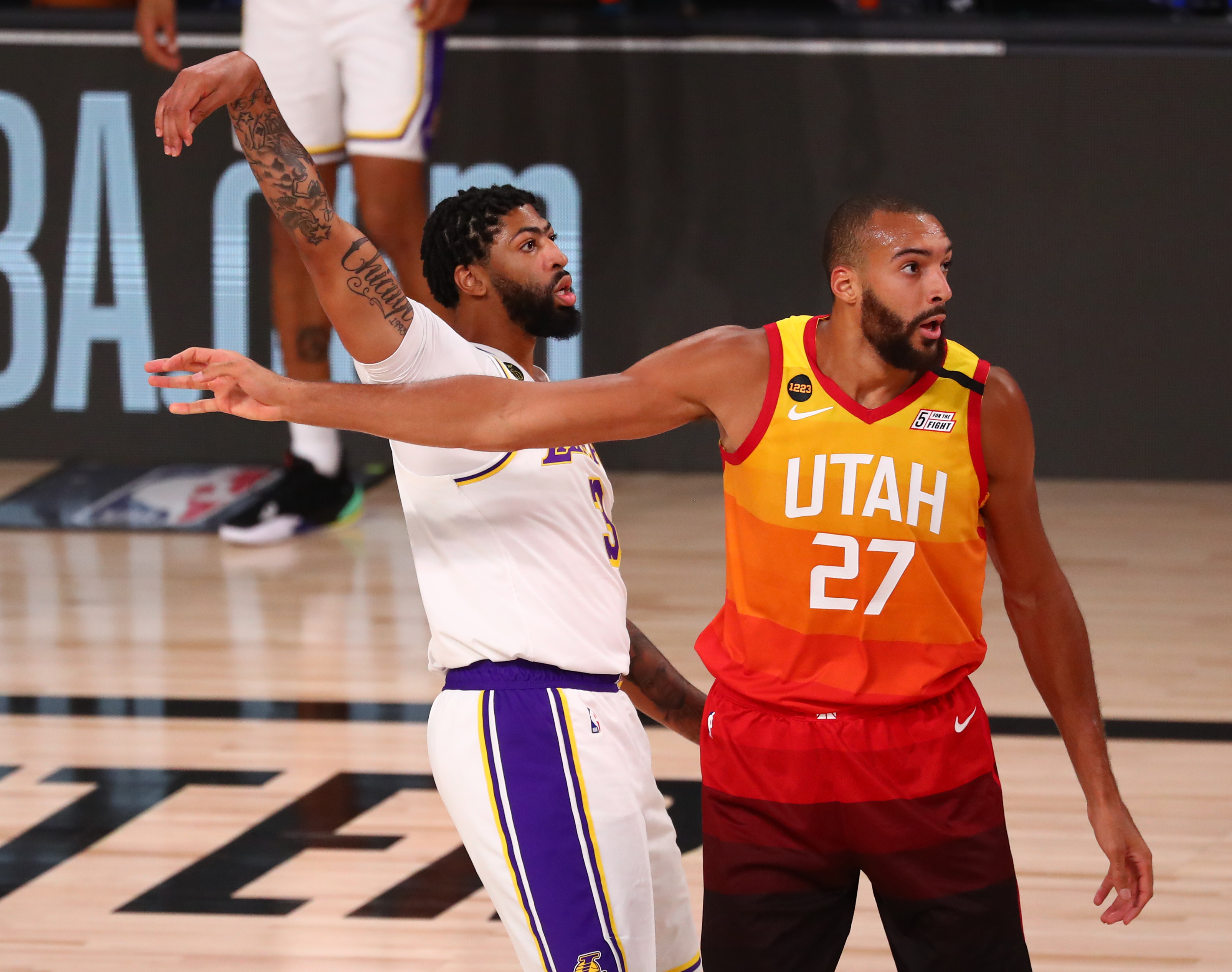 Anthony Davis Brushes Off Lakers Offensive Concerns We Re Getting Wide Open Shots Lakers Outsiders