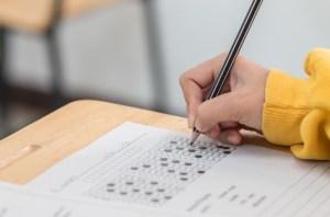 child filling in standardized test