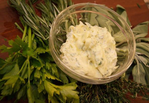 Aioli is a great dip for home fries (Papa Frites), wonderful for sandwiches, chicken salad, or anywhere used normally use mayo. Uh... 'cause that's what it