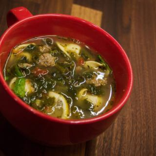Tortellini Soup - Fast, easy and super yummy within minutes. ❤️ this one! | www.lakesidetable.com