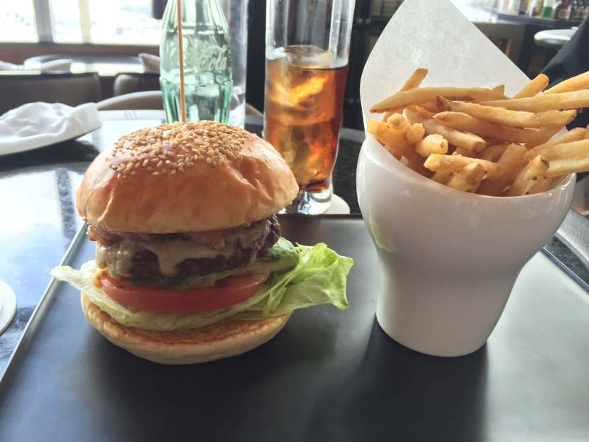 hamburger at the Ritz Tokyo