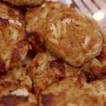 Crab cake recipe - golden brown crispy and meaty. A great easy and fast meal for any night! | www.lakesidetable.com