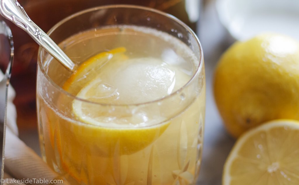 Bee's Knees Cocktail Recipe - My favorite refreshing summer drink. You'll love this one!   www.lakesidetable.com
