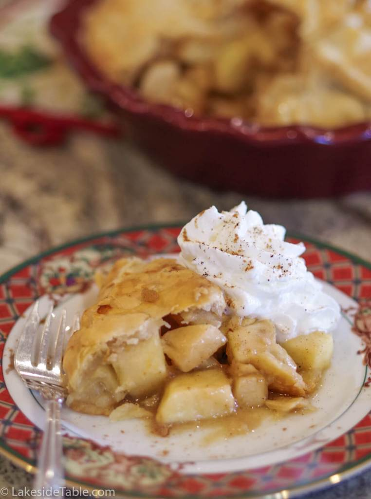 Gluten Free Apple Pie Recipe - Is there anything better than the smell of baking cinnamon & apples? Love it! | www.lakesidetable.com