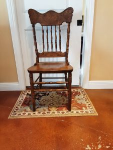 VINTAGE OAK DINING TABLE & CHAIRS