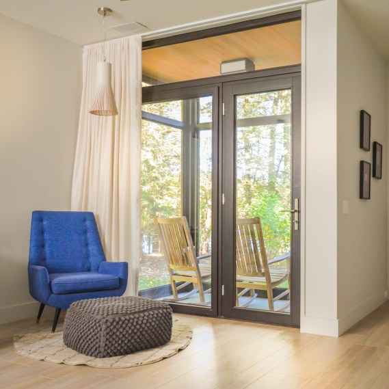 instagram-interlaken-lake-house-blue-chair-small