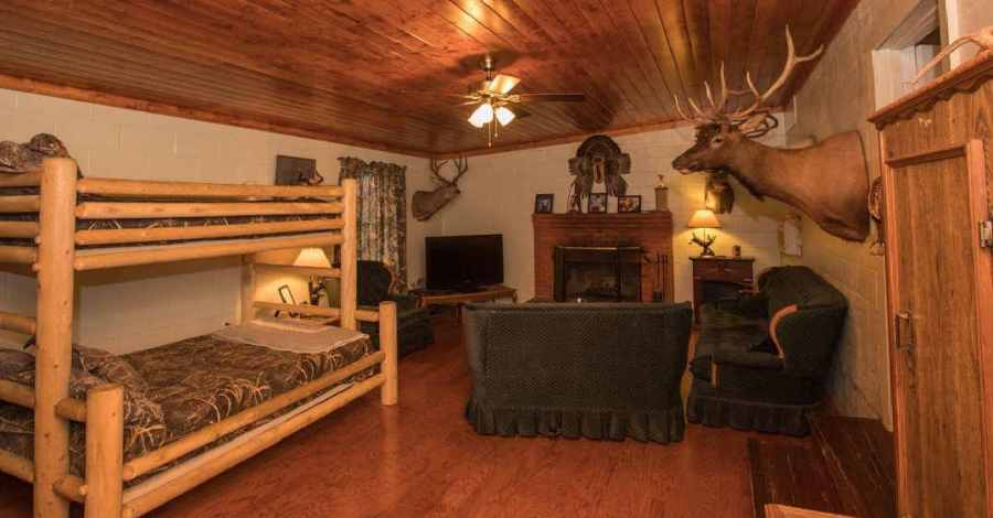 Deans_Place_Living_Rm_and_Bunks