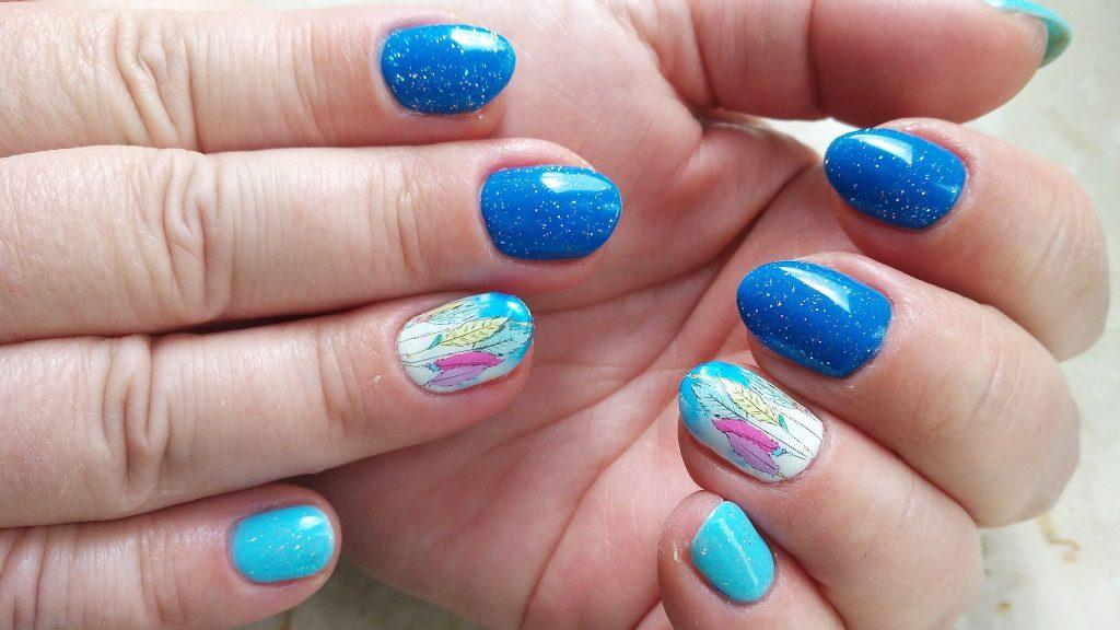 paznokcie-hybrydowe-hybrydy-niebieskie-Semilac-Nails-comapny-Victoria-Vynn-naklejki-wodne-lapacze-snow-naklejki wodne z łapaczami snów