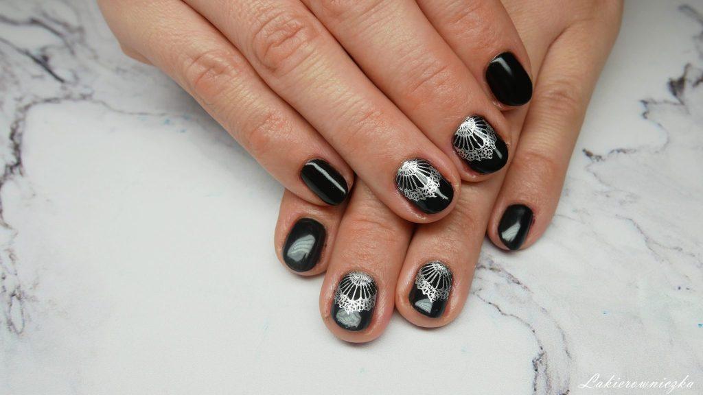 czarne-paznokcie-na-sylwestra-hybrydowe-Provocater-64-black-hybrydy-czanry-Lakierowniczka-zdobienie-serbrny-stempel-Born-pretty-store-czarne paznokcie na Sylwestra