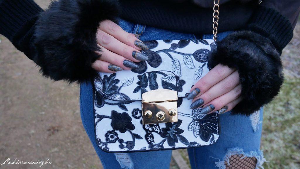 stylizacja-na-zime-twinkledeals-outfit-Lakierowniczka-nails-paznokcie-naklejki-termiczne-Manirouge-mala-czarna-torebka-jeansy-boyfriendy-kabaretki i boyfriendy z Twinkledelas