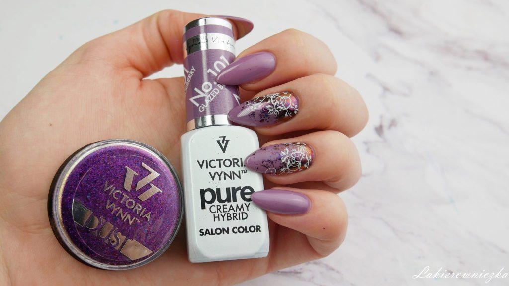 Victoria-vynn-101-Glazed-blueberry-pure-pylek-efekt-glamour-35-mix-stempel-plytka-Born-Pretty-Story-Lakierowniczka-efekt-brokat-flakies-Victoria vynn 101 Glazed blueberry