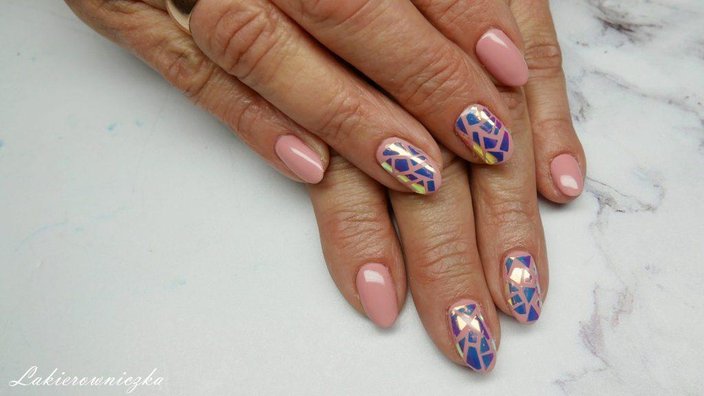 bezowe-paznokcie-nude-hybrydowe-Provocater-100-biscuit-tan-naklejki-unicorn-Neess-Lakierowniczka-beżowe paznokcie nude