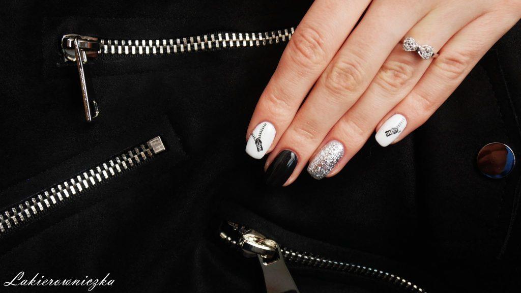 czarna-zamszowa-kurteczka-paznokcie-hybrydowe-pod-stylizacje-czarno-biale-hybrydy-z-naklejkami-wodnymi-zamkami-srebrny-lakier