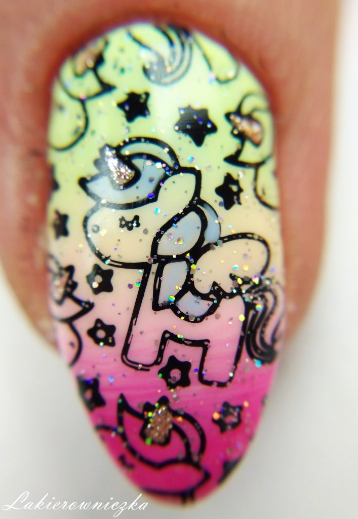 jednorozce-na-paznokciach-gradient-ombre-Victoria-vynn-Dolce-Vita-Nails-Lakierowniczka-efekt-syrenki-stemple-b.-loves-plates-jednorożce na paznokciach