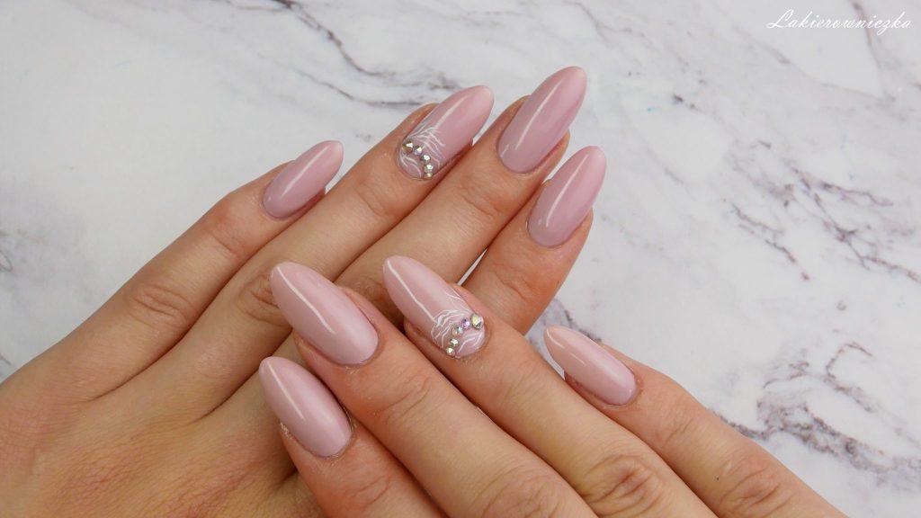 Znalezione obrazy dla zapytania: paznokcie ślubne