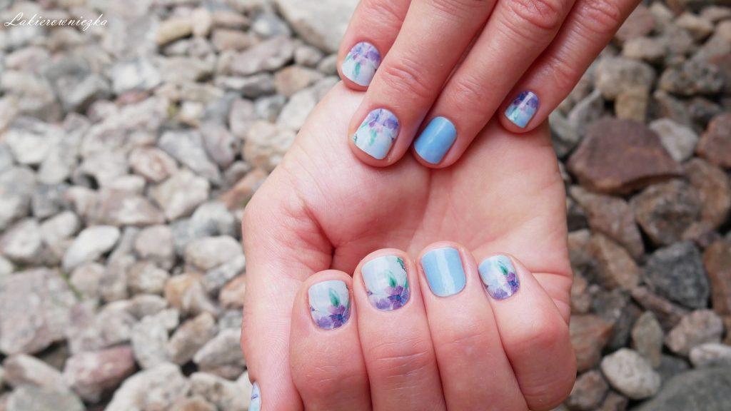 manirouge-aquarell-projektu-Lakierowniczki-naklejki-termiczne-co-to-jak-ich-uzywac-trwalosc-pastelowe-kwiaty-na-paznokciach-krotkie-paznokcie-Manirouge Aquarell