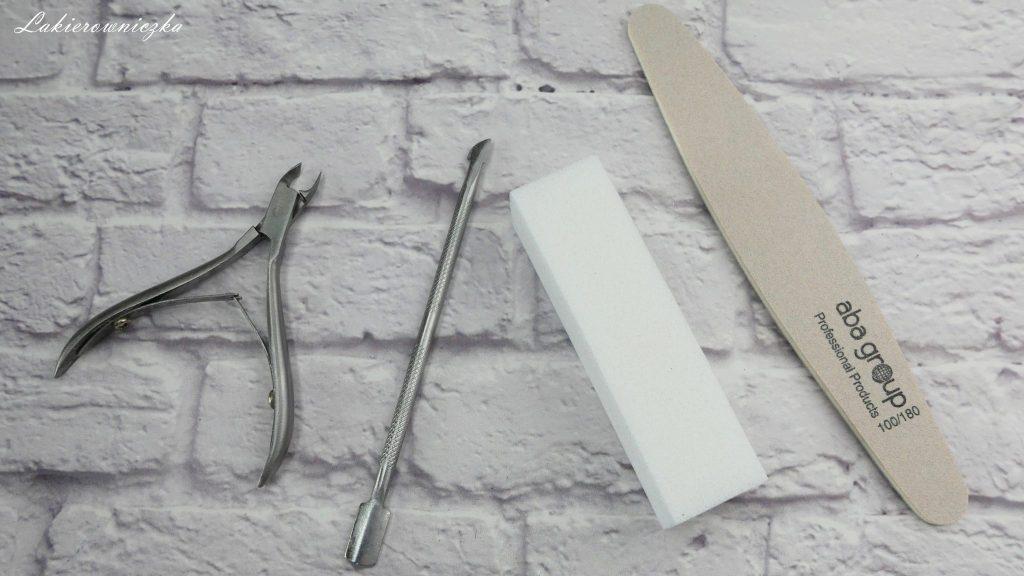 Niezbedne-produkty-do-zrobienia-hybrydy-hybryda-od-podstaw-Lakierowniczka-jaka-lampe-wybrac-najlepsza-baza-najlepszy-top-primer-cleaner-produkty niezbędne do zrobienia hybrydy