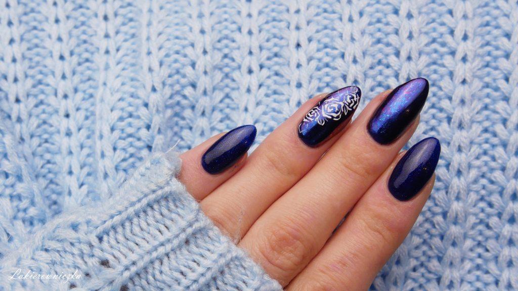 niebieskie-hybrydy-paznokcie-blue-nails-Victoria-vynn-066-night-watch-pylek-Lakierowniczka