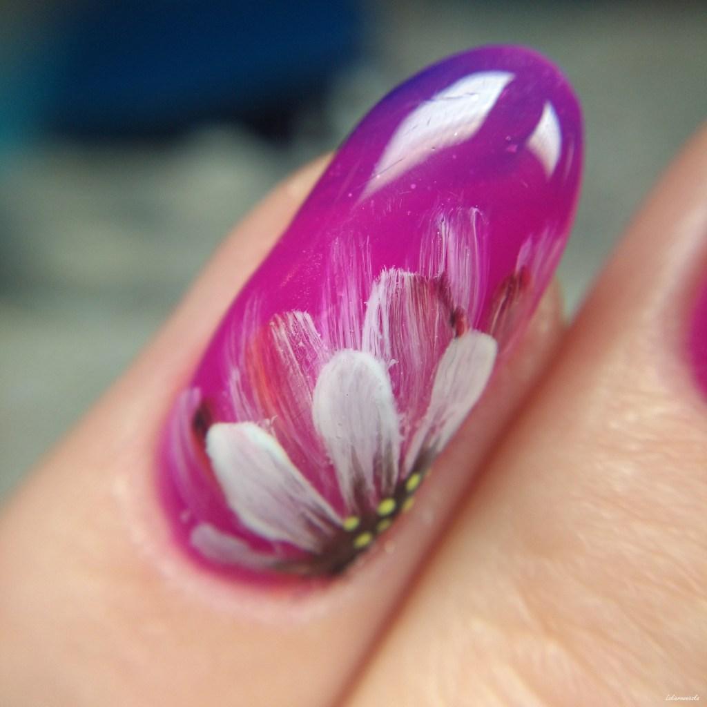 Jak namalować kwiaty na hybrydach - Wild flowers - Lakierowniczka
