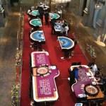 Kasinon pelipöydät.