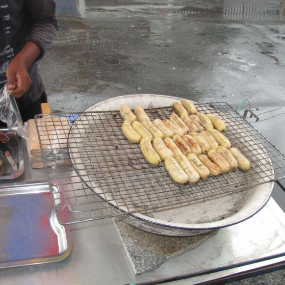 жареные на углях бананы