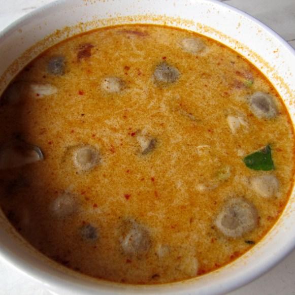 Суп со свиными фрикадельками и кокосовым молоком