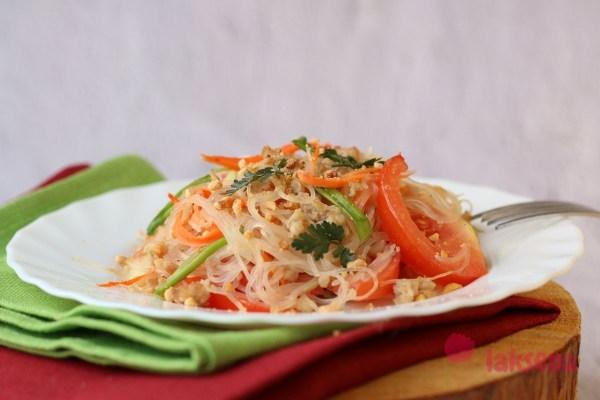 Ям Вун Сен - тайский салат из стеклянной лапши