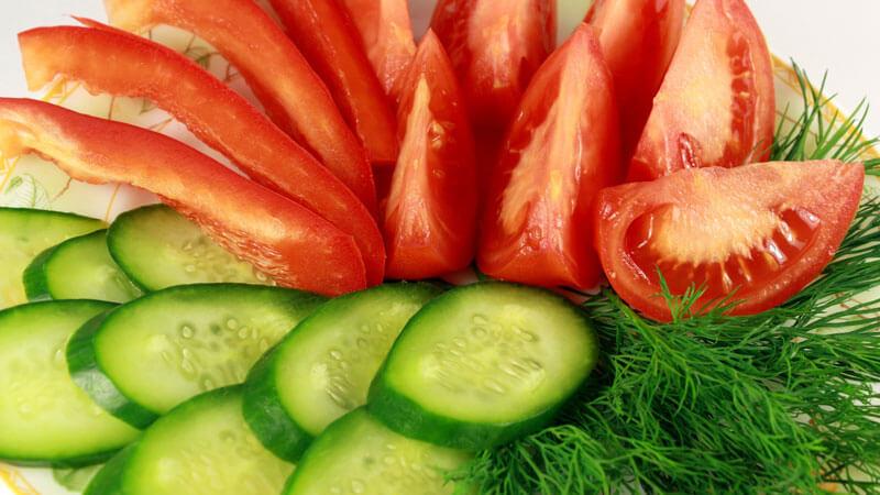 почему нельзя смешивать помидоры и огурцы