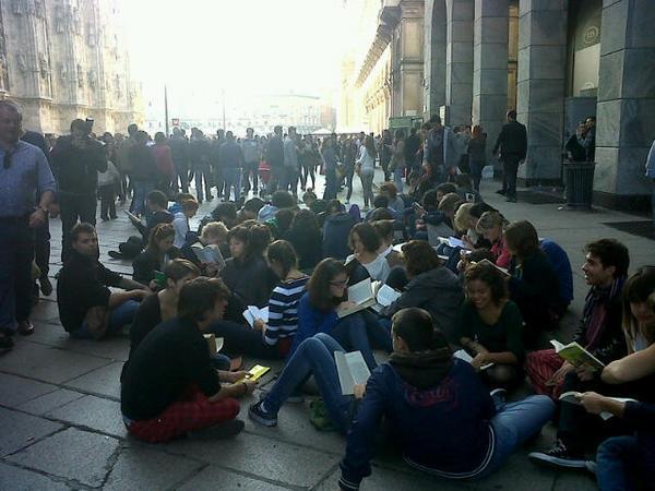 Sit-in di lettura a Milano