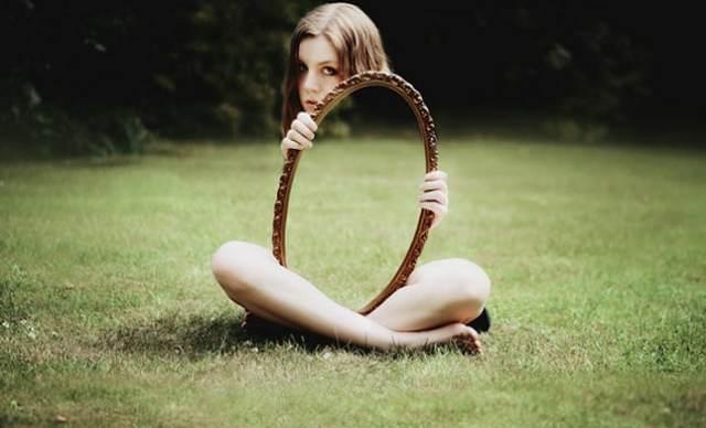 el-mundo-que-te-rodea-es-un-reflejo-un-espejo-que-muestra-la-persona-que-eres