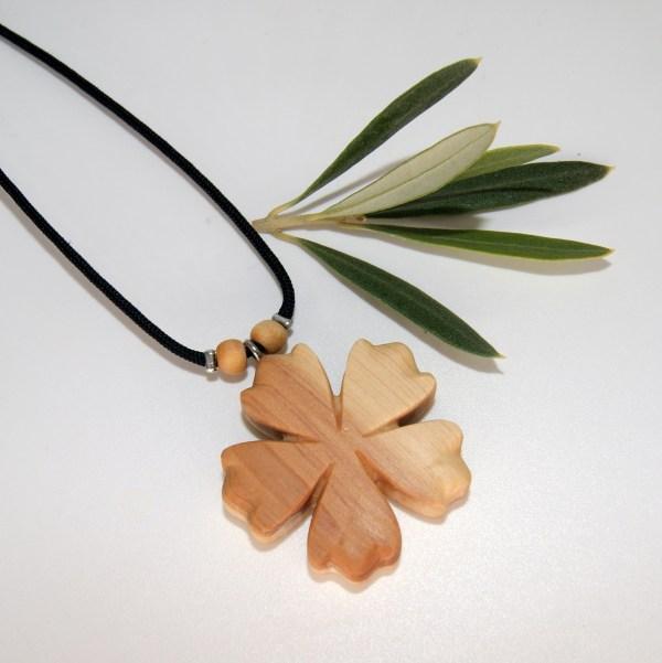 Collier-fleur-Cade.jpg