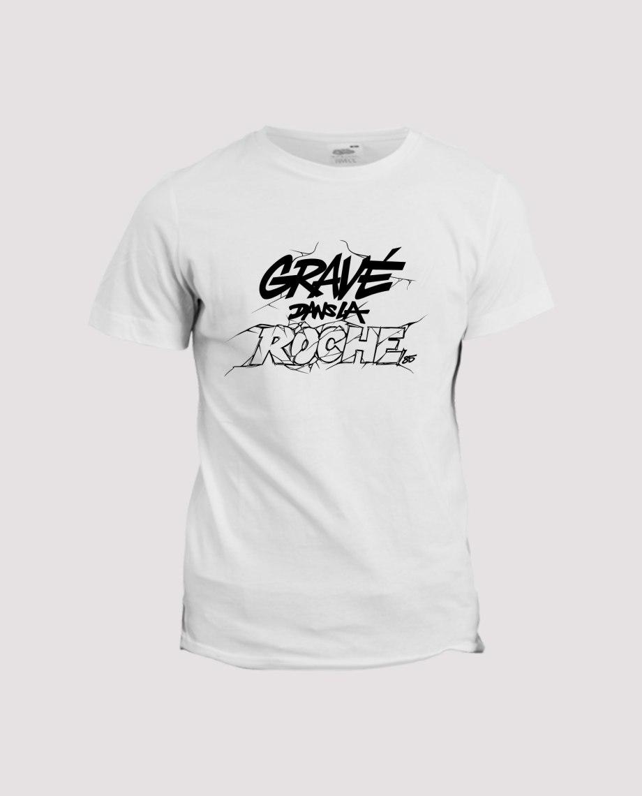 la-ligne-shop-t-shirt-blanc-unisex-homme-grave-dans-la-roche-85-komdab-musik-group