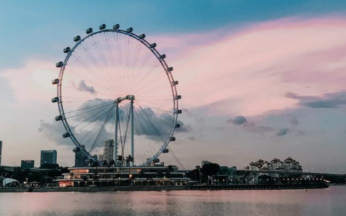 singapore flyer is a very popular tourist attraction in indians