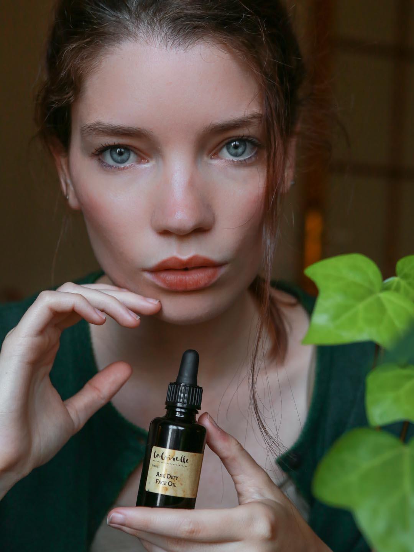 Age Defy Face Oil by Laloirelle