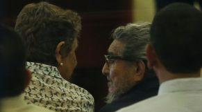 Former Shining Path leader Abimael Guzman talks to his wife and second-in-command Elena Iparraguirre at a trial at a high security naval prison in Lima February 28, 2017. REUTERS/Guadalupe Pardo
