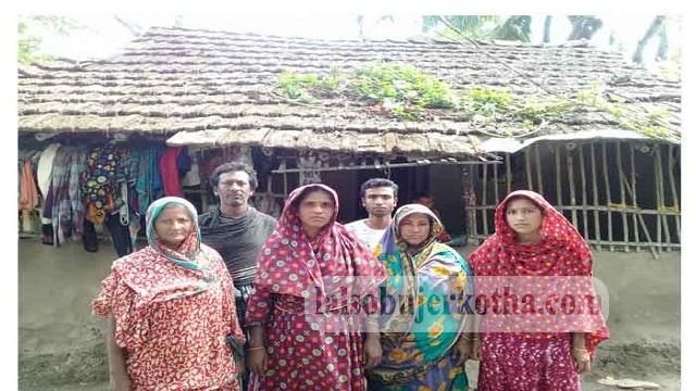 কেশবপুরে আদালতের রায়েও বসতভিটারদখলে যেতে পারেনি ভিক্ষুক ছকিনার পরিবার
