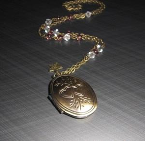 L'univers D'Hoshi : bijou artisanal collier mana médaillon photos