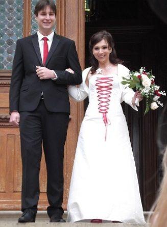 robe-de-mariee-corset-boheme-ivoire-lacage-rouge