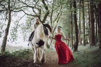 robe-de-mariee-rouge-dentelle-calais