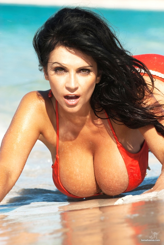 Girls With Big Tits Pictures