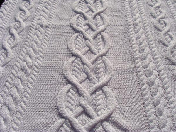 Carré naissance, tricot irlandais, 100% coton. fait main, pièce unique, création originale la Malle au Coton. H3